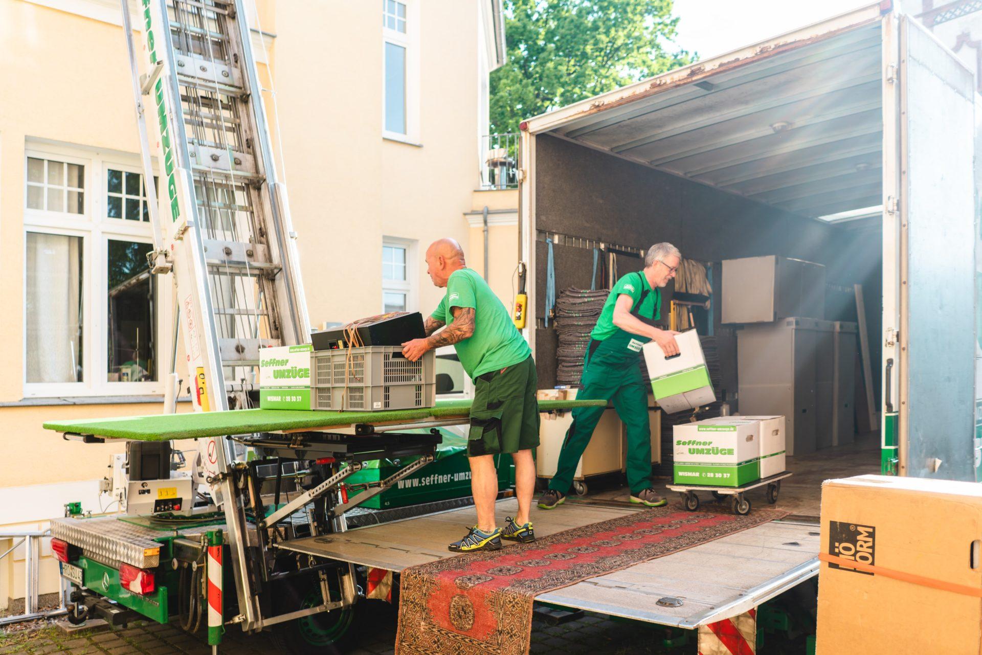 Lagerung von Möbeln im LKW Seffner